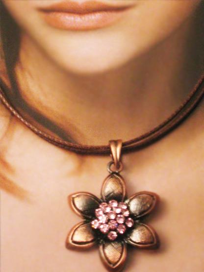 bijoux collier femme pendentif fleur metal cuivre coeur strass rose tendre
