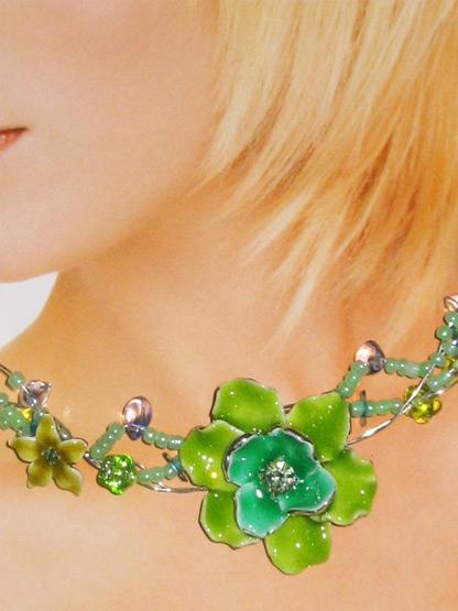 bijoux femme collier ras de cou fantaisie fleur emaux vert