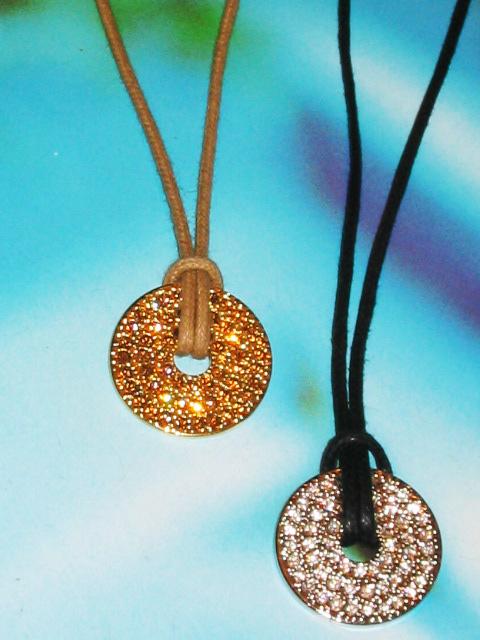 bijoux fantaisie femme collier disque strass blanc sur metal argent