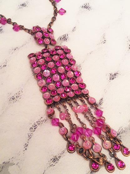bijoux collier strass perles et paillettes rose fushia et rose tendre