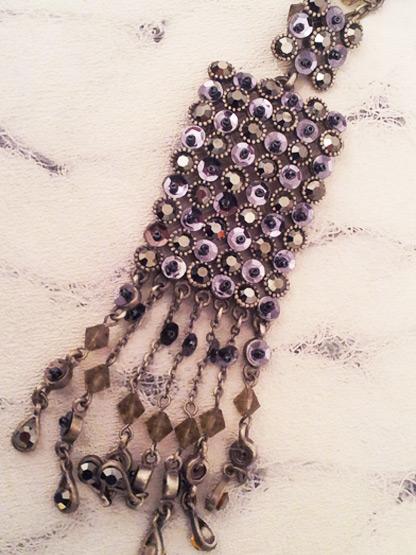 bijoux collier strass perles et paillettes gris anthracite