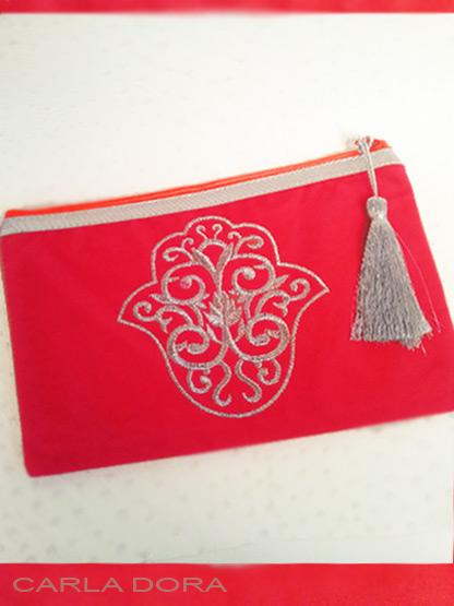 pochette femme main de fatma rouge brodee fil argent zip orange fluo, petite pochette aspect daim a la mode
