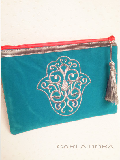 pochette femme main de fatma bleu turquoise brodee fil argent zip orange fluo, petite pochette pour femme mode