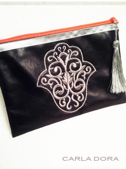 pochette femme main de fatma simili cuir noir brodee argent zip orange fluo petit format, pochette pour femme mode