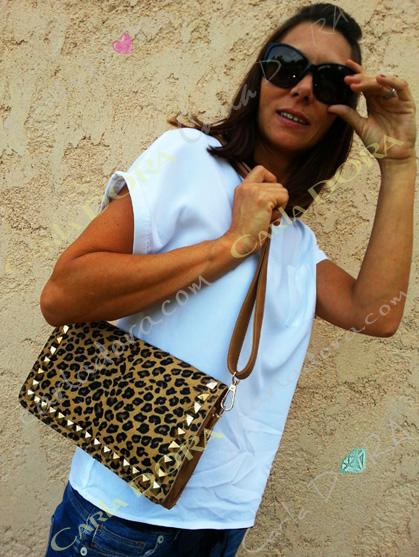 sac a main pochette femme en poulain motif panthere camel cloute argente