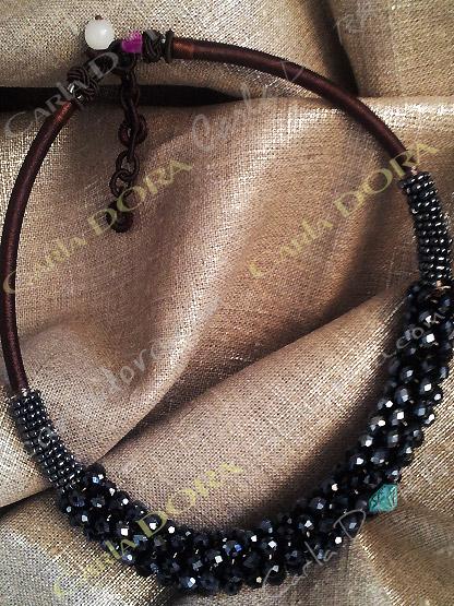 bijoux collier fantaisie ras du cou gris anthracite brillant