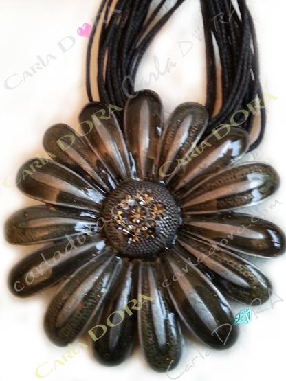 bijoux fantaisie fleur marguerite emaux couleur grise bijoux collier fleur gerbera